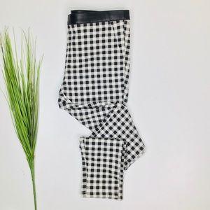 HUE Black & White Gingham Ponte Skimmer Pants